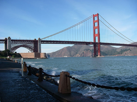 A picture of the Golden Gate Bridge.